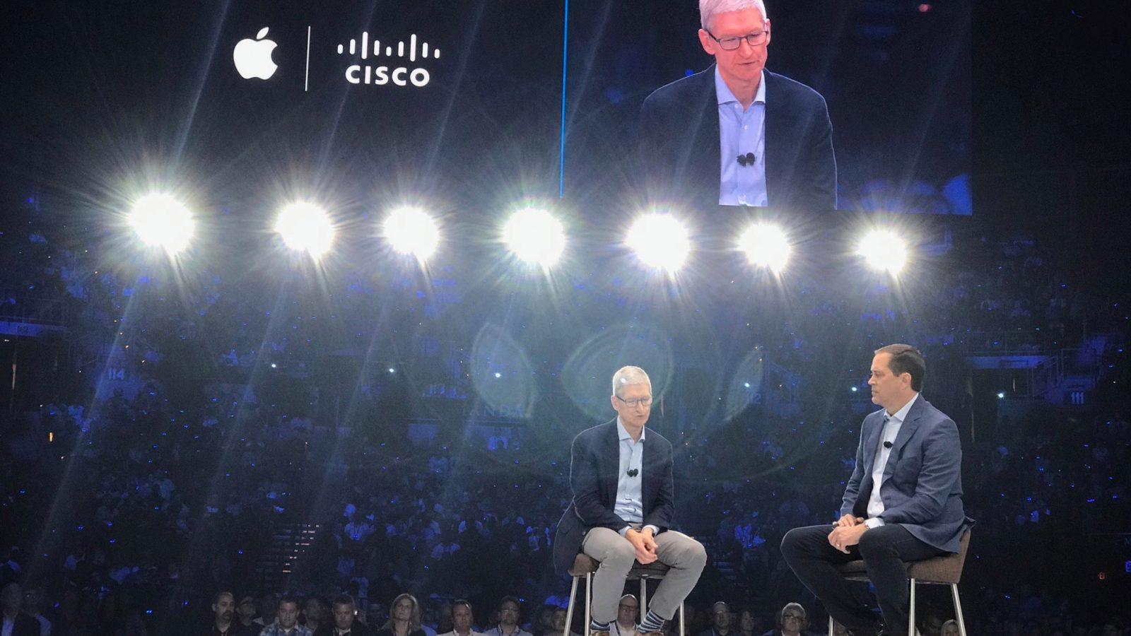 Tim Cook em evento da Cisco