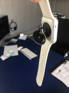 Apple Watch quebrado do leitor Jacone Piucco
