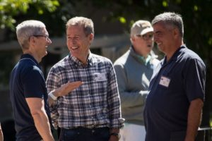 Tim Cook e Eddy Cue na conferência de Sun Valley