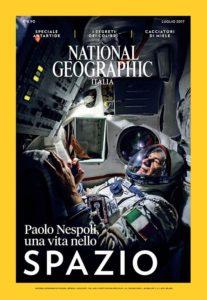 Capa da National Geographic Italia com foto iluminada por um iPhone
