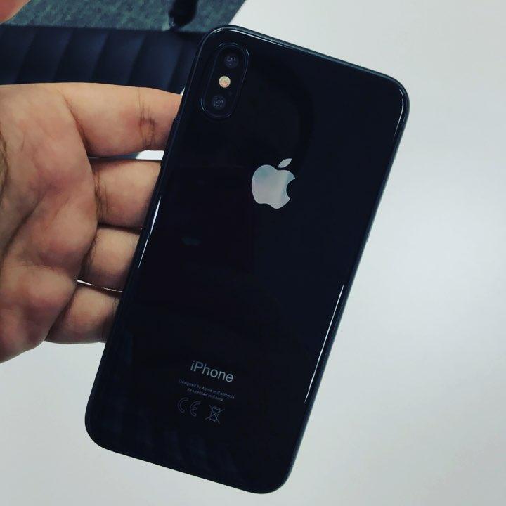 Dummy de iPhone X do Breno Masi