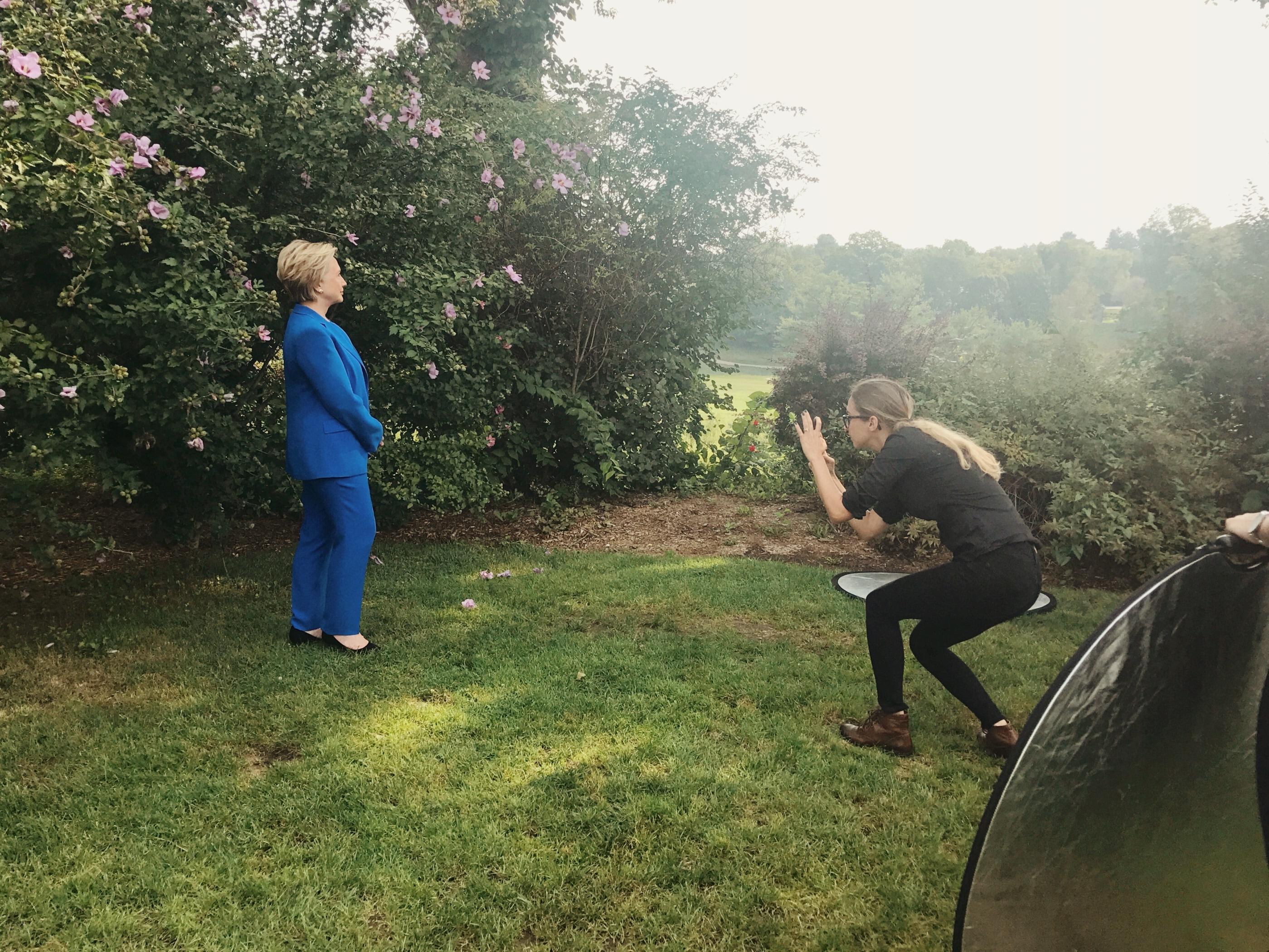 Luisa Dörr fotografando Hillary Clinton
