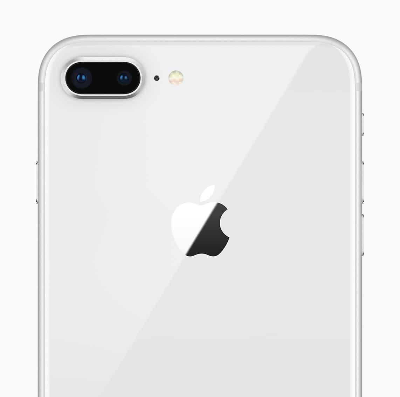 iPhone 8 Plus prateado visto de trás