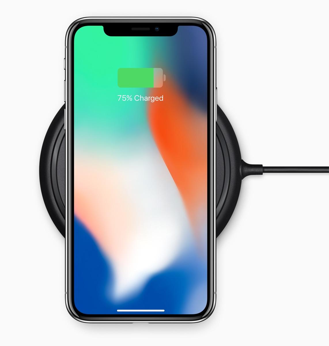 iPhone X sobre uma base de recarga sem fio