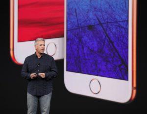 Phil Schiller apresentando os iPhones 8 e 8 Plus