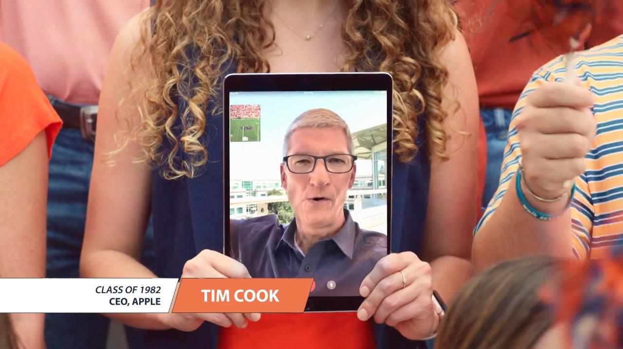 Tim Cook em comercial para a Universidade de Auburn