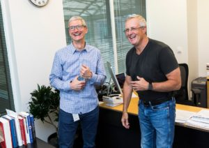Tim Cook e Bruce Sewell