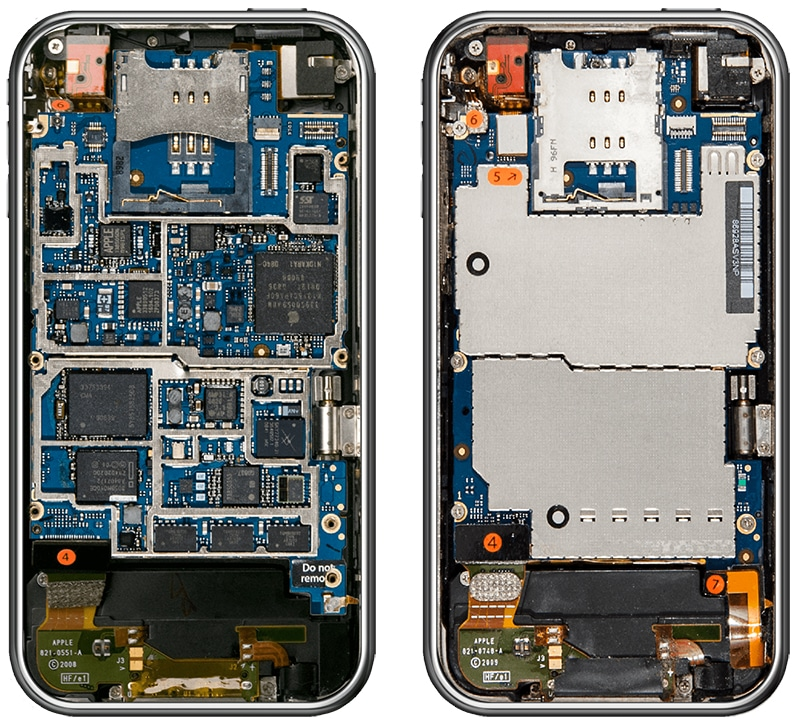Interior dos iPhone 3G (esquerda) e iPhone 3GS (direita)
