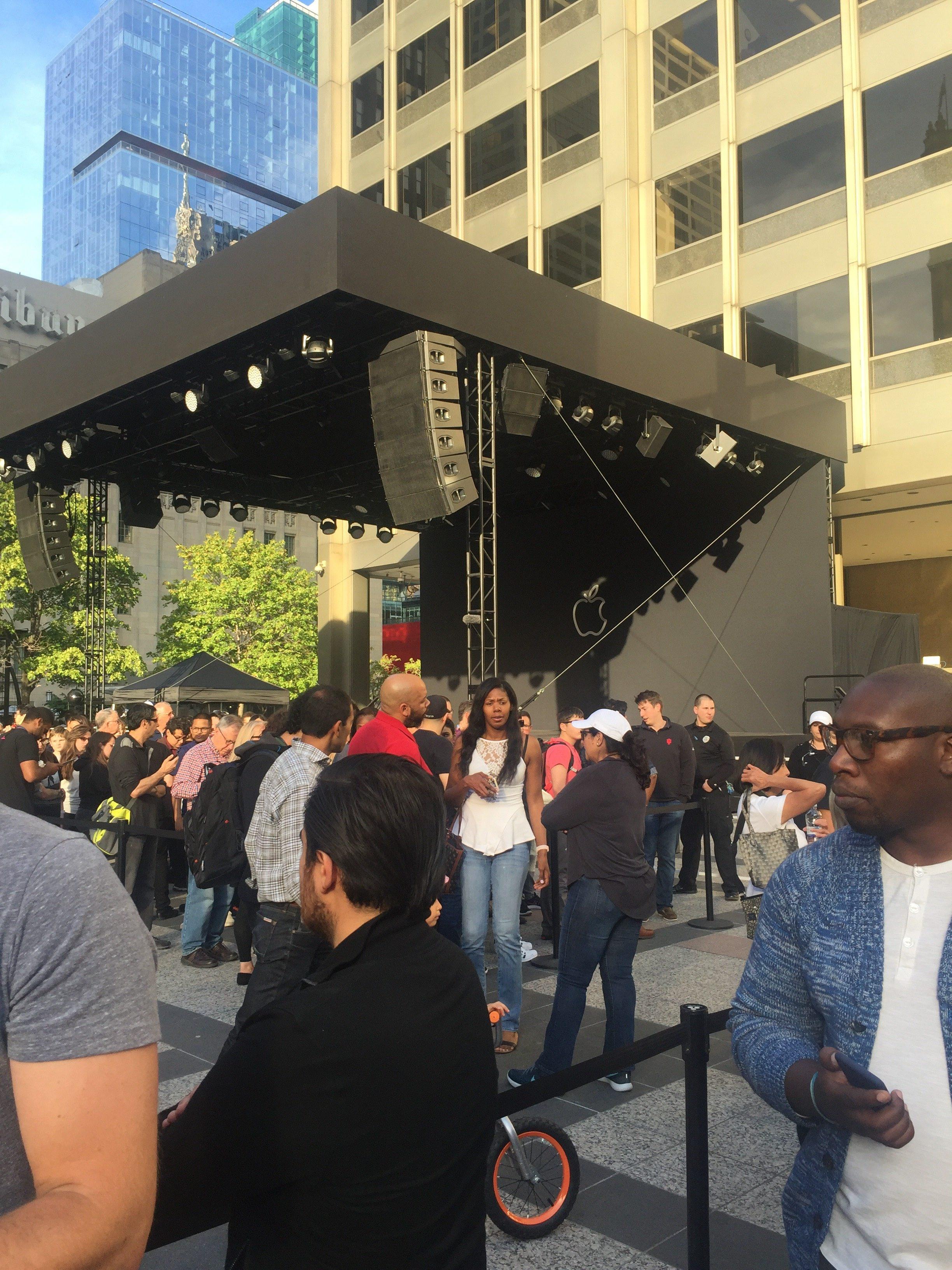 Palco para shows na nova loja da Apple em Chicago