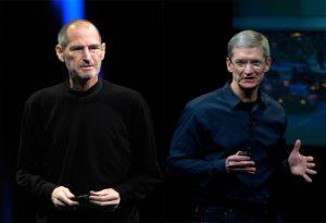 Montagem com fotos de Steve Jobs e Tim Cook
