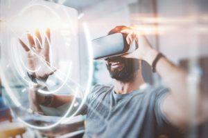 Homem usando óculos VR e sinais de rede sem fio ao redor