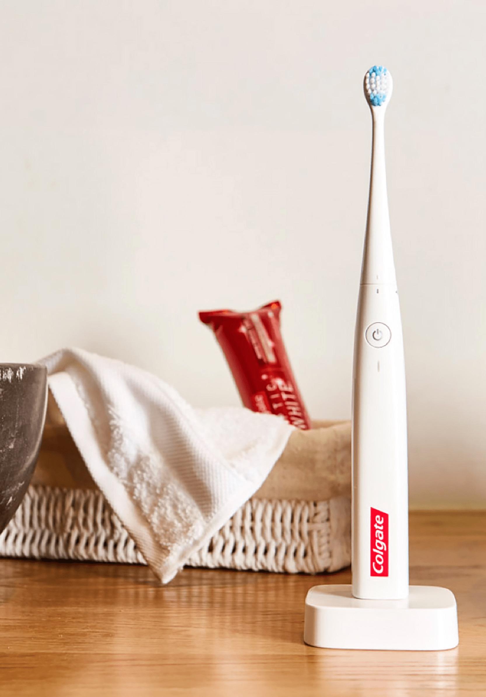 Escova de dentes E1, da Colgate
