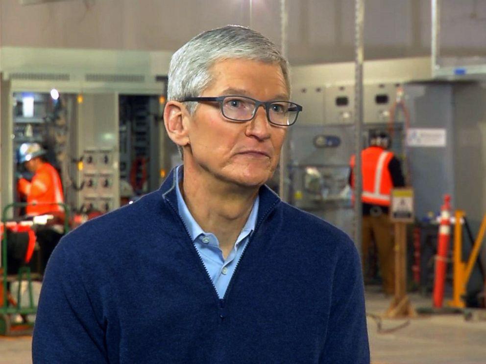 Tim Cook afirma que usuários poderão desativar a redução de performance num futuro update do iOS, surpreendentemente