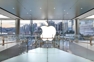 Logo da Apple ao contrário na loja ifc mall em Hong Kong