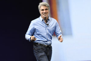 Craig Federighi em evento da Apple