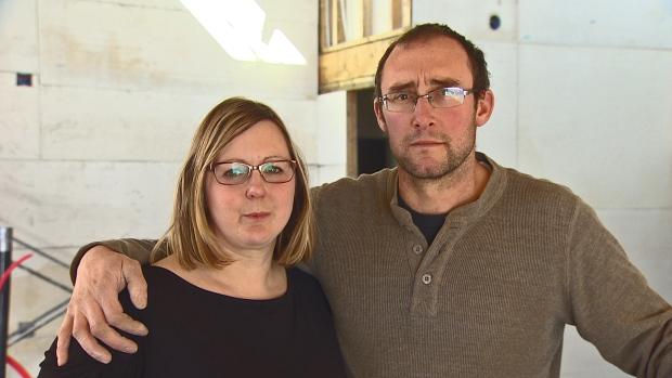 Kathy e Ian Finley, casal canadense que perdeu tudo em incêndio causado por iPhone