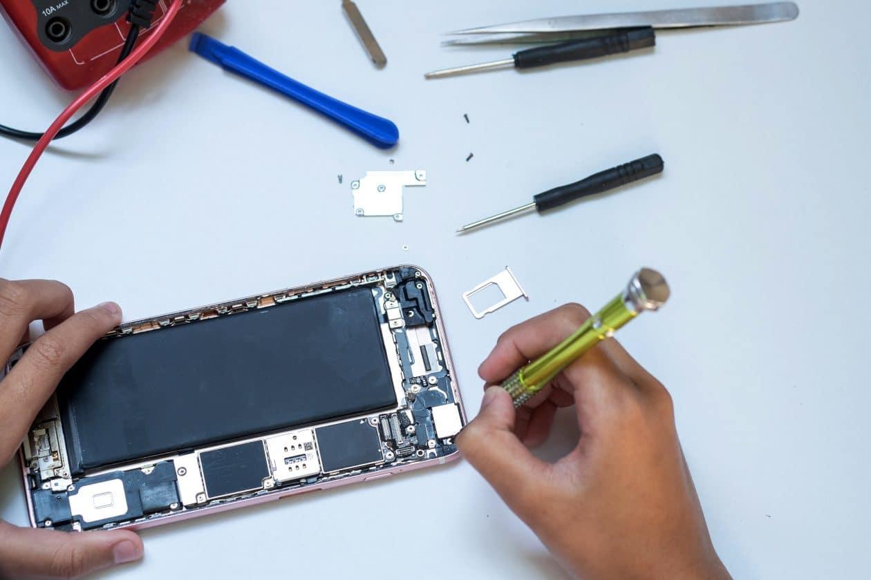 Reparo/assistência técnica de iPhone