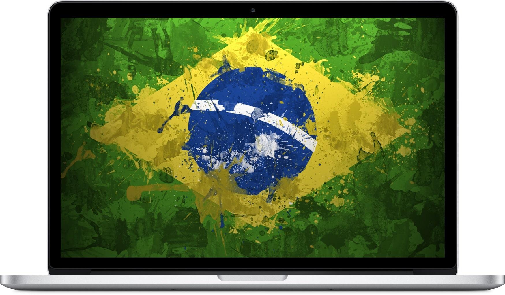 MacBook Pro com a bandeira do Brasil