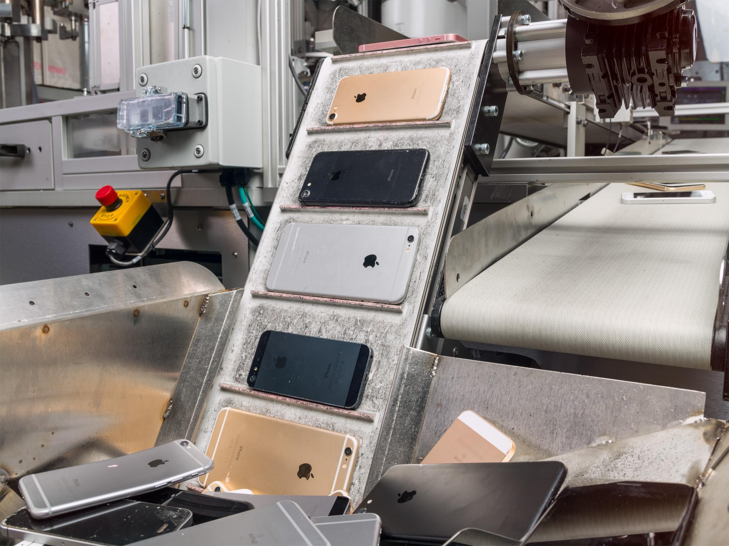 Robô Daisy da Apple para desmontagem de iPhones