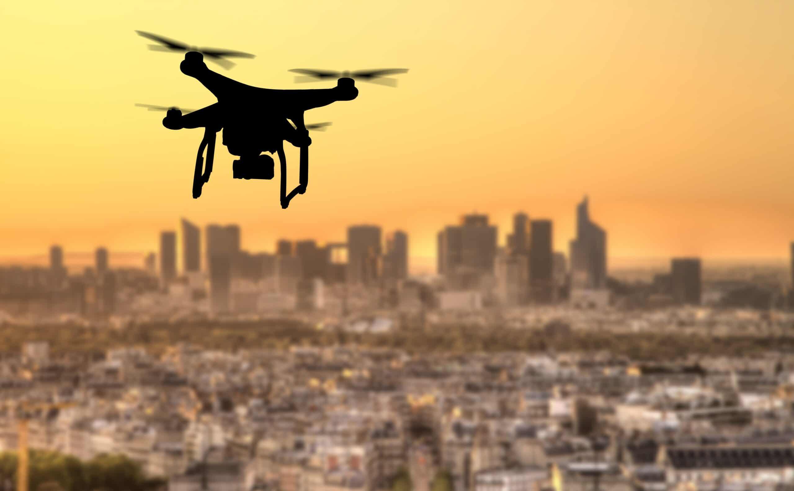 Drone sobrevoando Paris