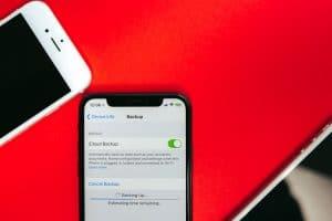 iPhone realizando backup via iCloud