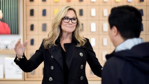 Angela Ahrendts, vice-presidente sênior de varejo da Apple