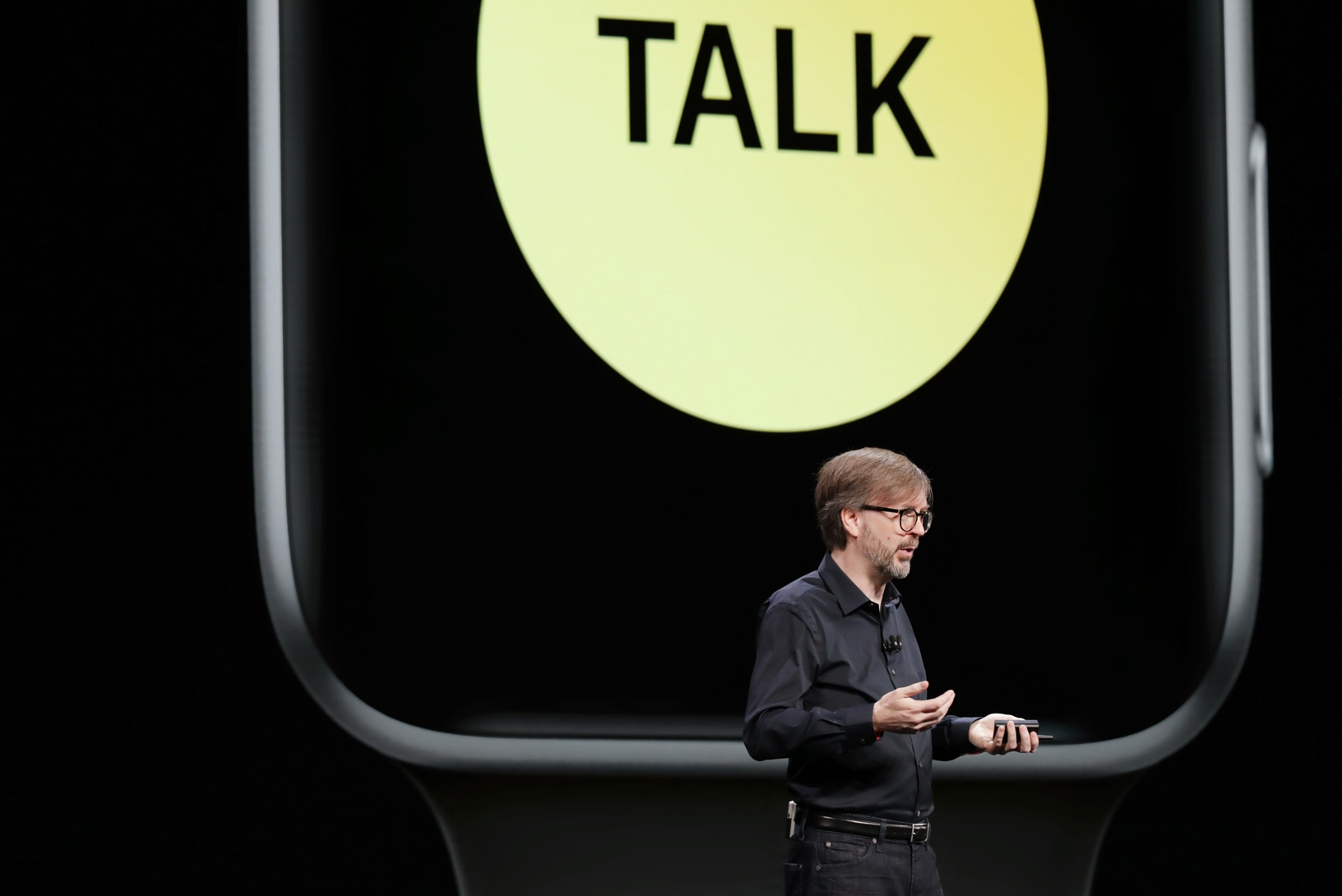 Kevin Lynch apresentando o Walkie-Talkie do watchOS 5