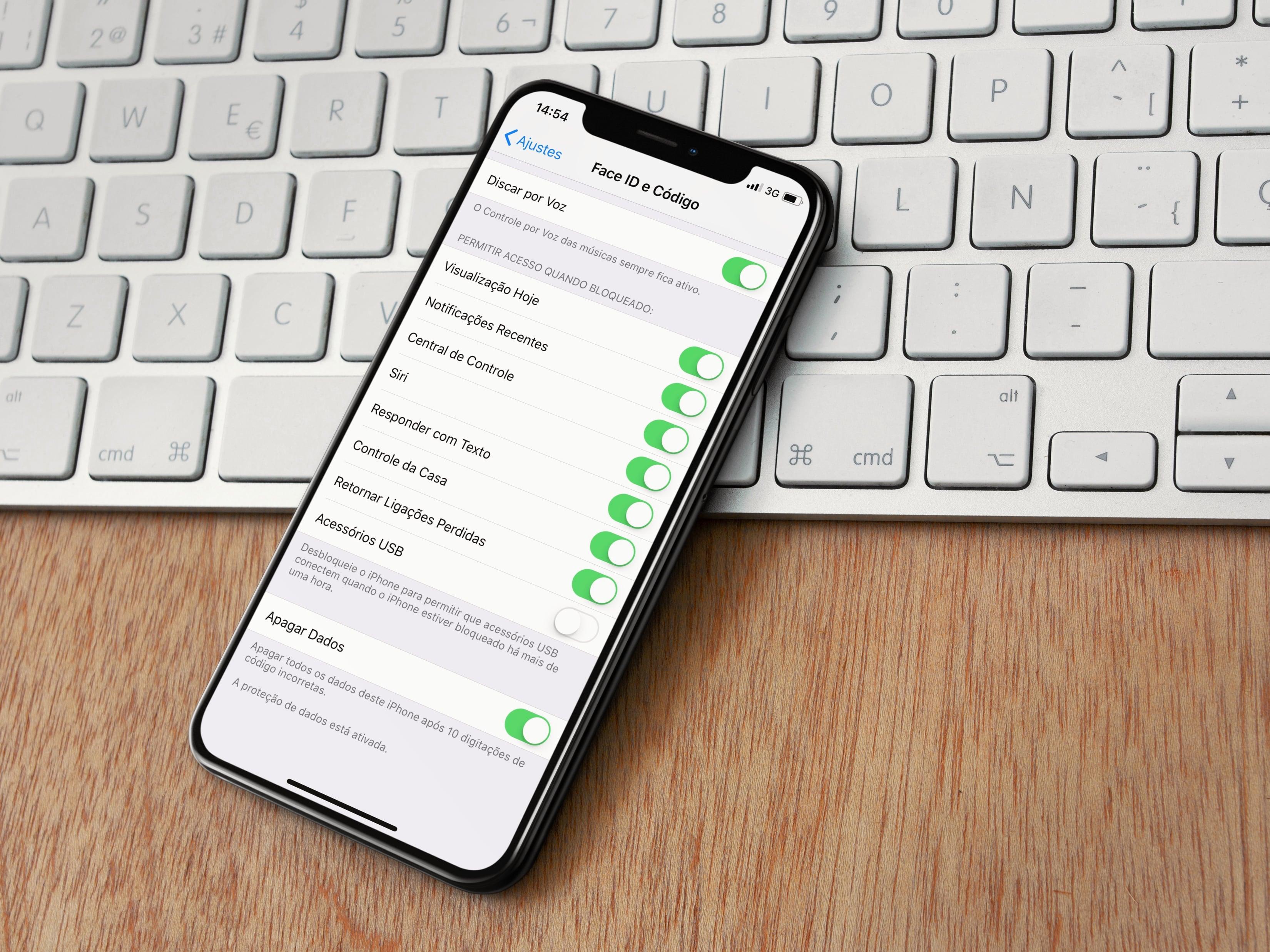 """Opção """"Acessórios USB"""" no iOS 11.4.1"""