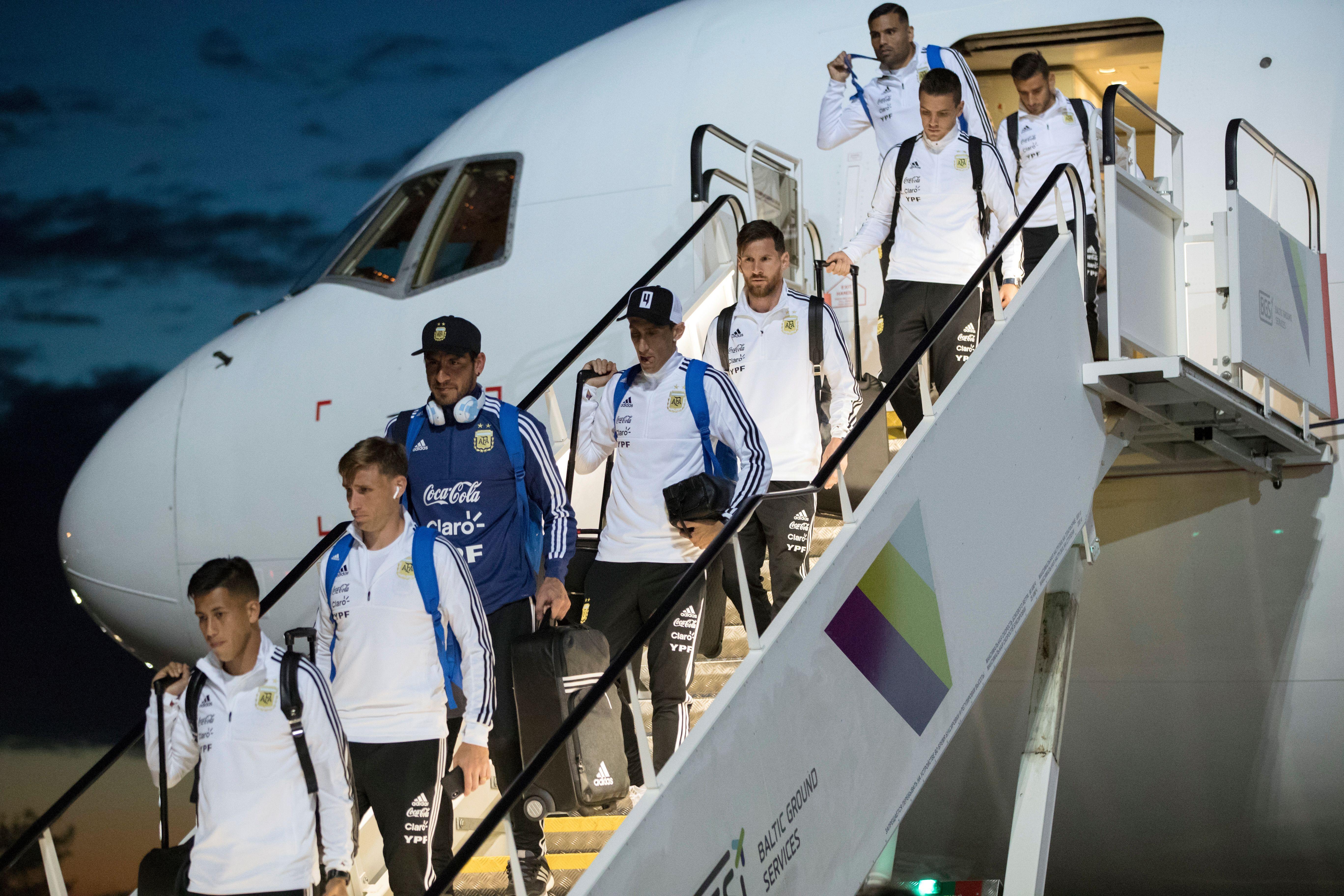 Lucas Biglia e Nahuel Guzmán, da seleção argentina | AP Photo (Pavel Golovki)