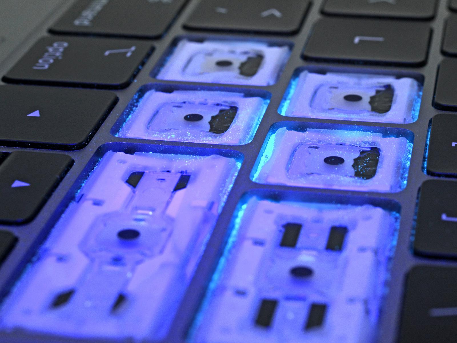 iFixit testa o teclado e a membrana de silicone do novo MacBook Pro