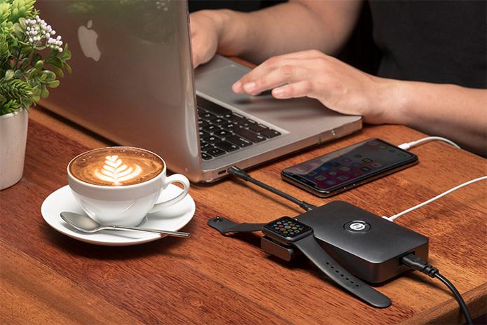 iMate recarregando um Apple Watch, um MacBook Pro e um iPhone