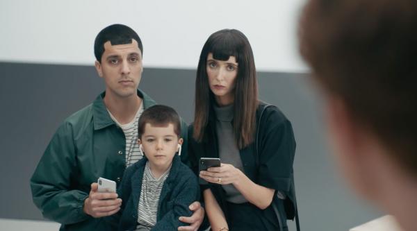 Novo comercial do Samsung Galaxy S9 tirando sarro do recorte do iPhone X