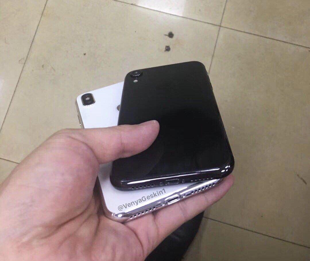 """Parte inferior dos protótipos dos iPhones de 6,1"""" e 6,5"""""""