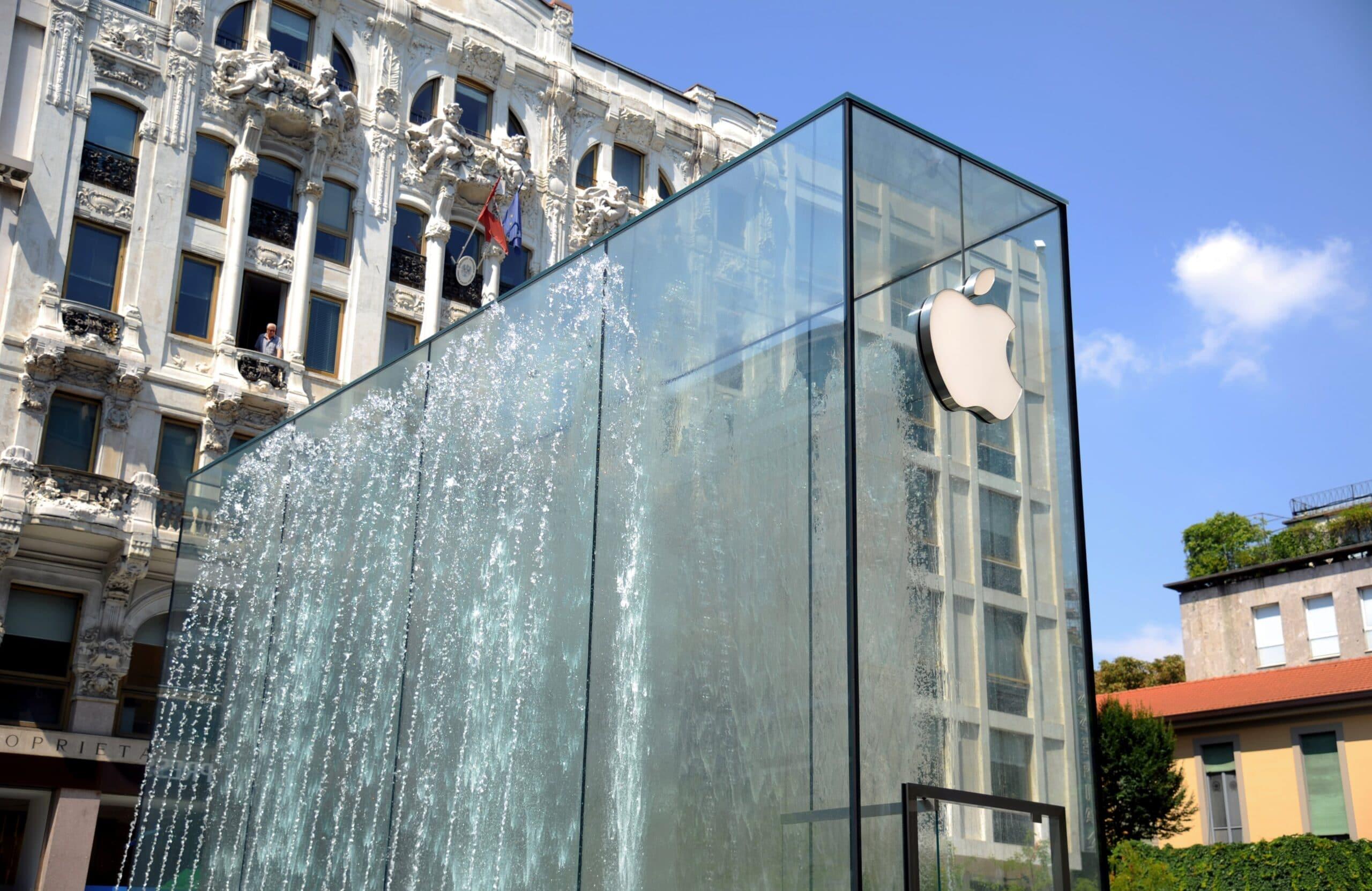 Logo da Apple na nova loja de Milão