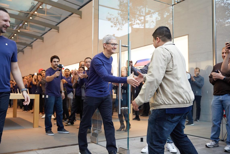 Tim Cook no lançamento do iPhone X