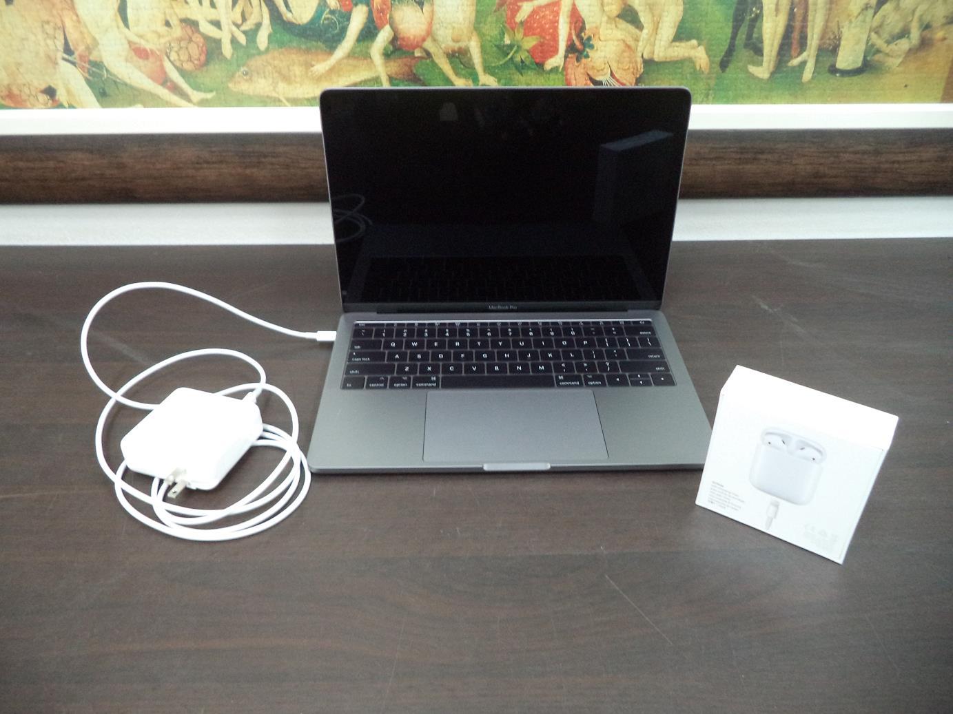Lote #68 do leilão da Receita Federal: AirPods e MacBook Pro