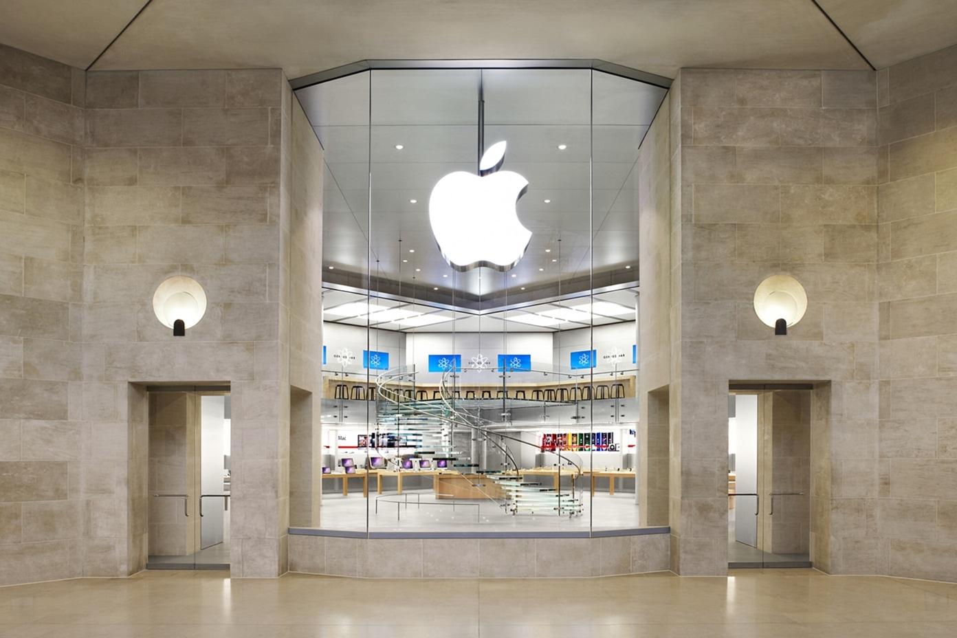 Apple Carrousel Du Louvre