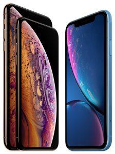 iPhones Xs, Xs Max (dourados) e Xr (azul) de frente um pro outro