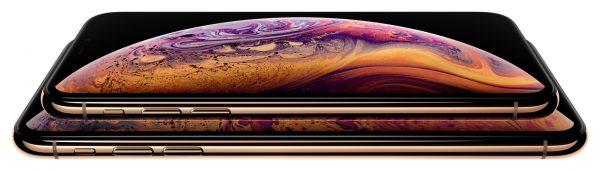 iPhones Xs e Xs Max dourados um em cima do outro