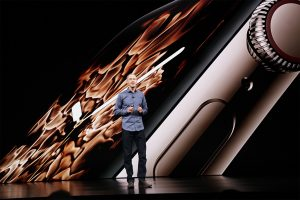 Jeff Williams apresentando o Apple Watch Series 4