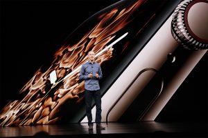 Jeff Williams apresentando o Apple Watch Series 4