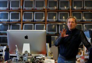 Roland Borsky e a maior coleção de Macs do mundo, em Viena