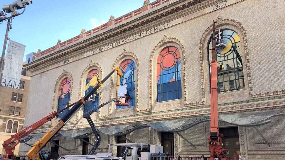 Howard Gilman Opera House sendo preparado para o evento da Apple