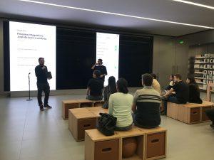 "Sessão ""Today at Apple"" na Apple Morumbi após a reforma"