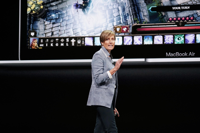 Laura Legros falando do novo MacBook Air
