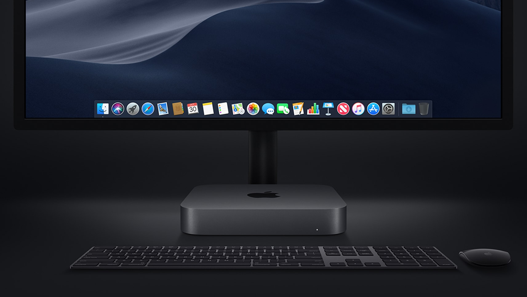 Mac mini cinza espacial com teclado, mouse e monitor pretos