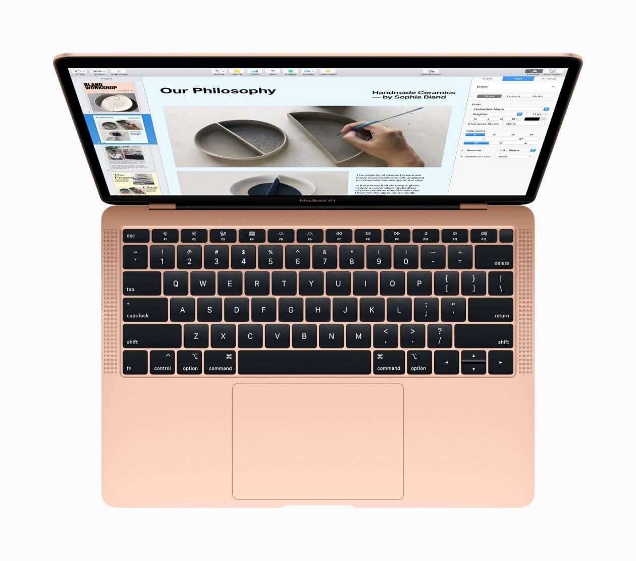 Novo MacBook Air dourado de cima com o teclado