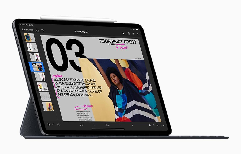 Novo iPad Pro no Smart Keyboard Folio com Apple Pencil anexado no topo