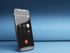 iPhone em ligação com o viva-voz ativado
