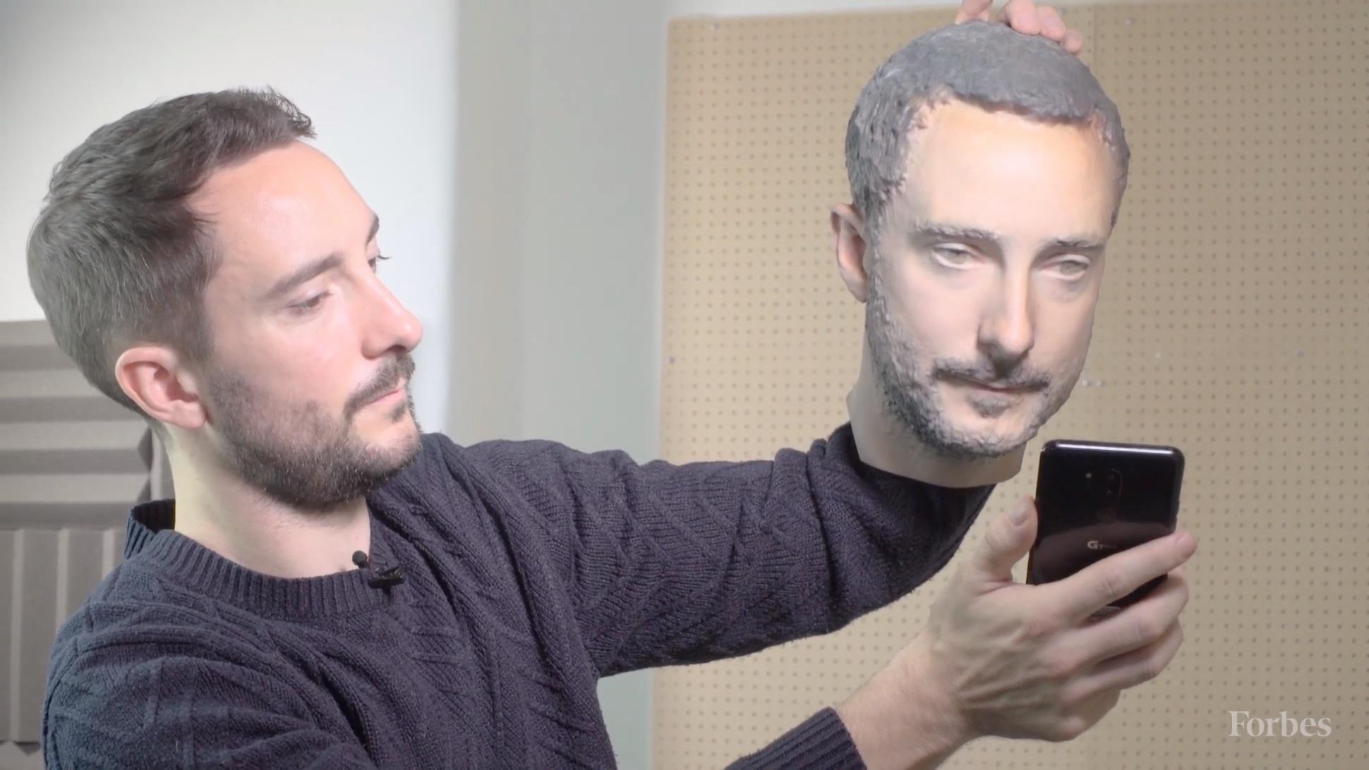 Molde de cabeça em 3D usado para desbloquear aparelhos